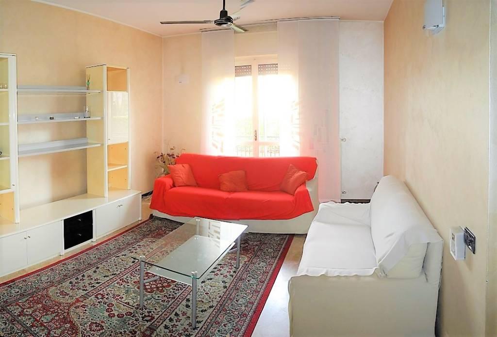 Appartamento in buone condizioni in vendita Rif. 9465457