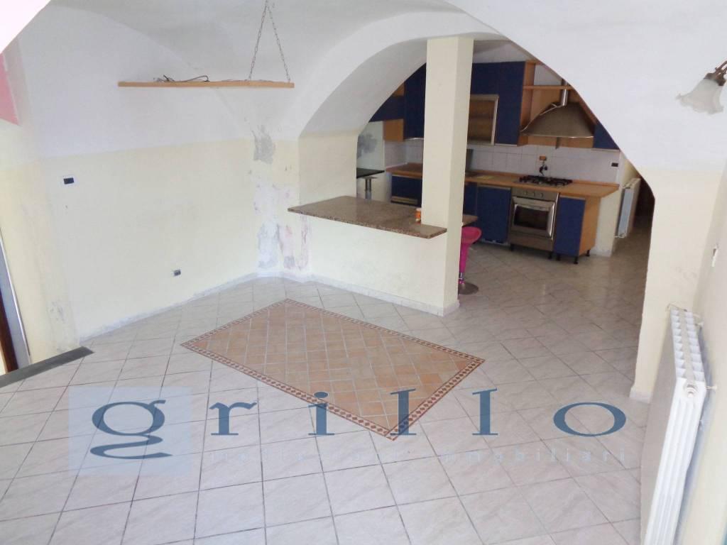 Appartamento in buone condizioni in vendita Rif. 4225176