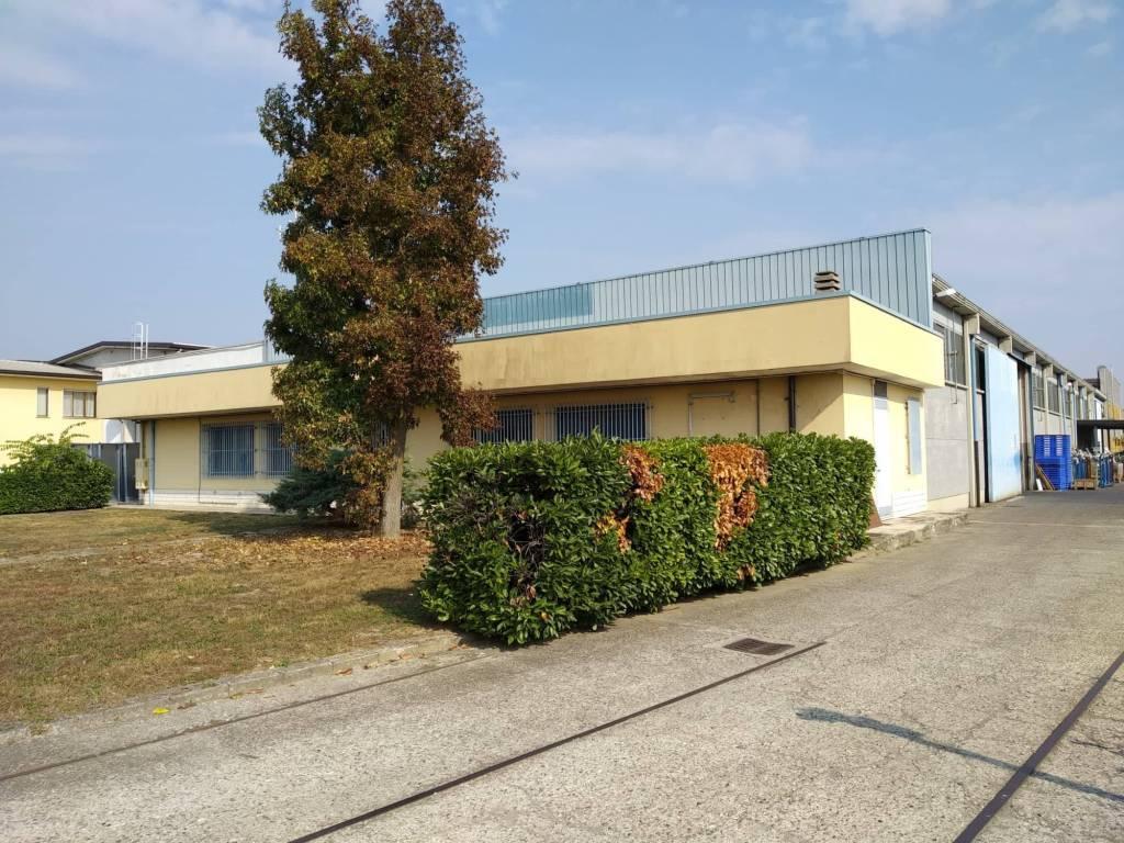 Capannone in affitto a Madignano, 9999 locali, prezzo € 10.000 | PortaleAgenzieImmobiliari.it