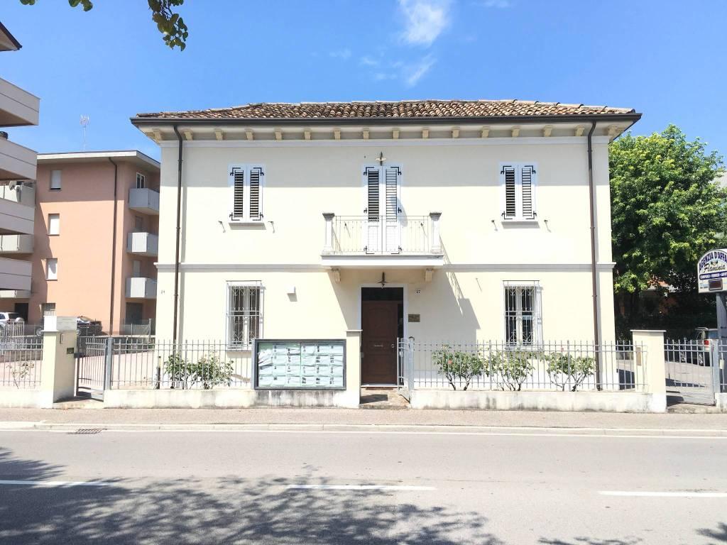 Negozio-locale in Vendita a Rimini Periferia Sud: 4 locali, 100 mq