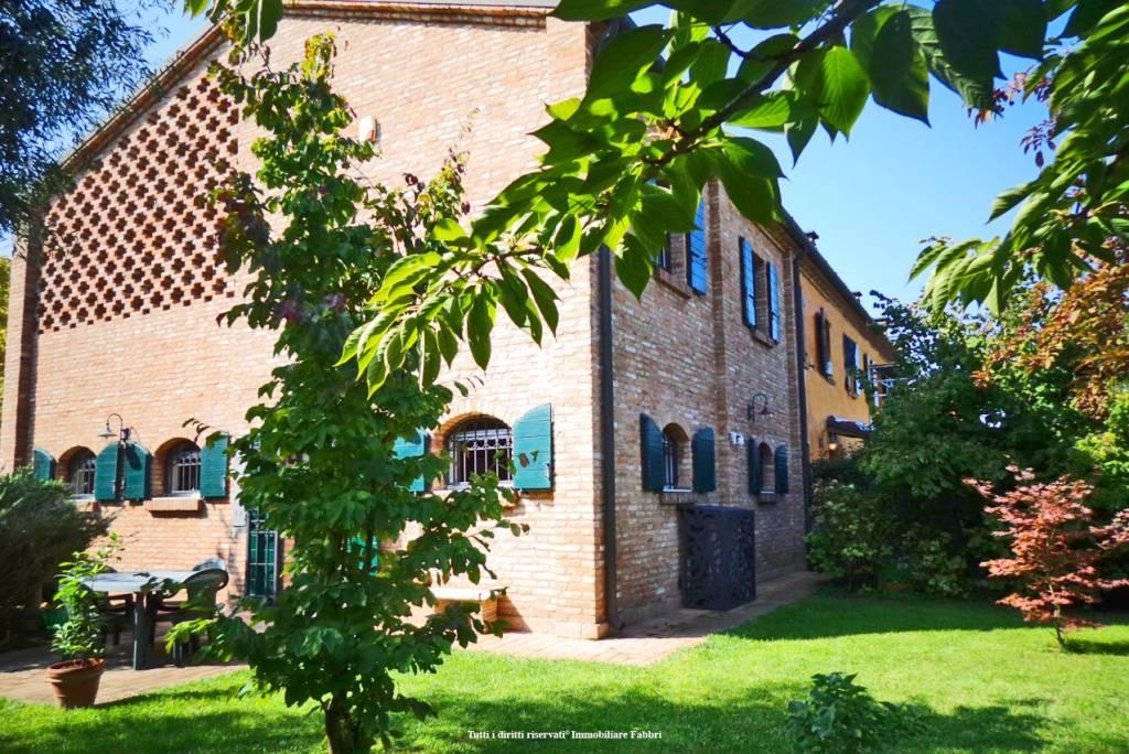 Villa in Vendita a Ferrara Periferia Est: 5 locali, 195 mq