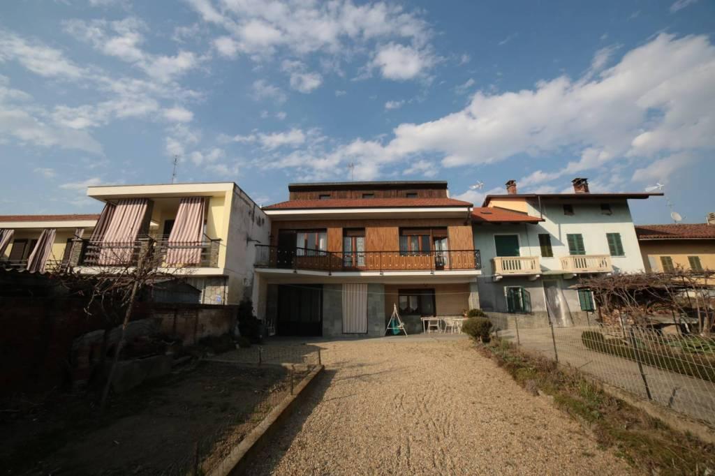 Foto 1 di Villa via Ferruccio Valobra 165, Carmagnola