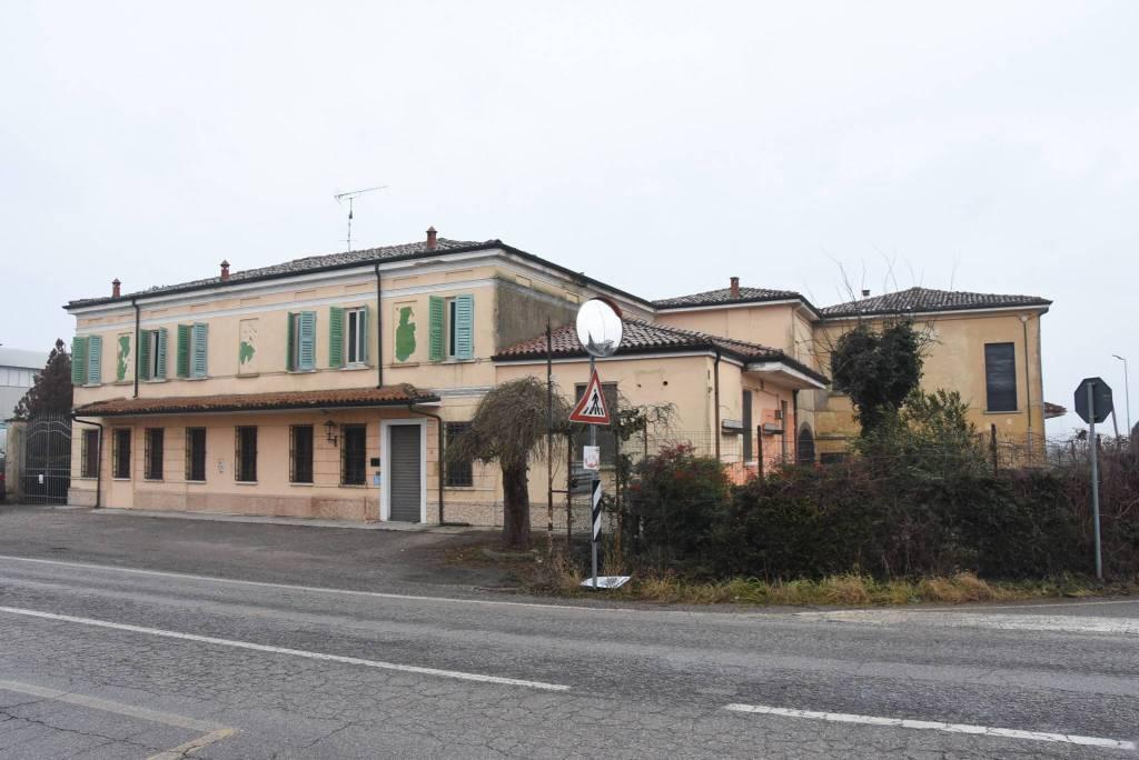 Negozio / Locale in vendita a San Giorgio di Mantova, 6 locali, prezzo € 300.000 | CambioCasa.it