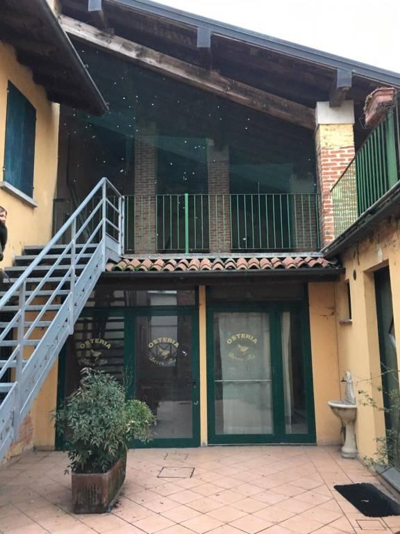 Ristorante / Pizzeria / Trattoria in affitto a Cumignano sul Naviglio, 6 locali, prezzo € 2.000 | PortaleAgenzieImmobiliari.it