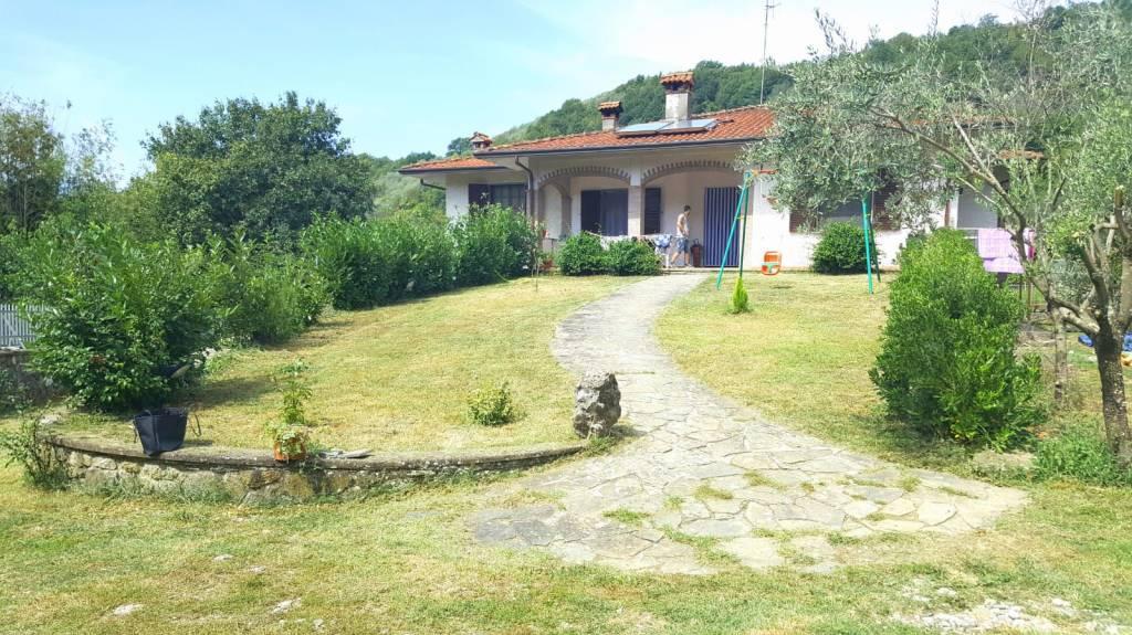 Villa in vendita a Filattiera, 9 locali, prezzo € 90.000 | PortaleAgenzieImmobiliari.it
