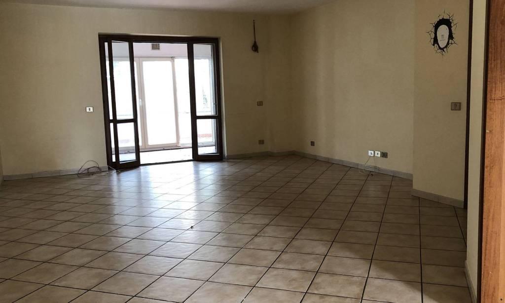 Appartamento in ottime condizioni in affitto Rif. 8986875