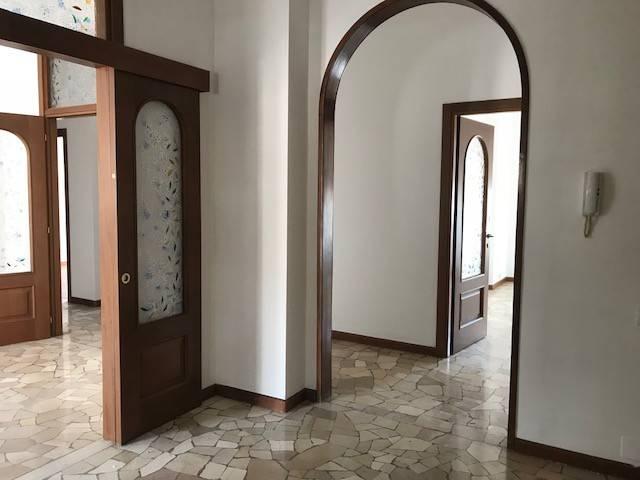 Appartamento quadrilocale in vendita a Milano (MI)
