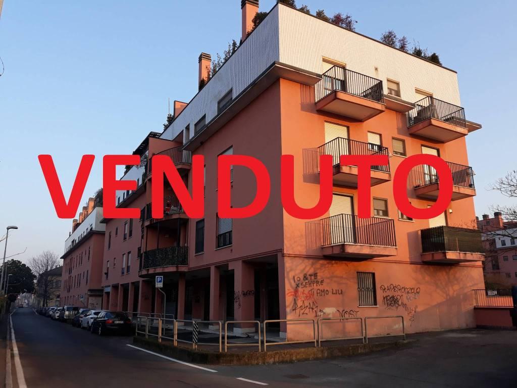 Appartamento in buone condizioni in vendita Rif. 9153797