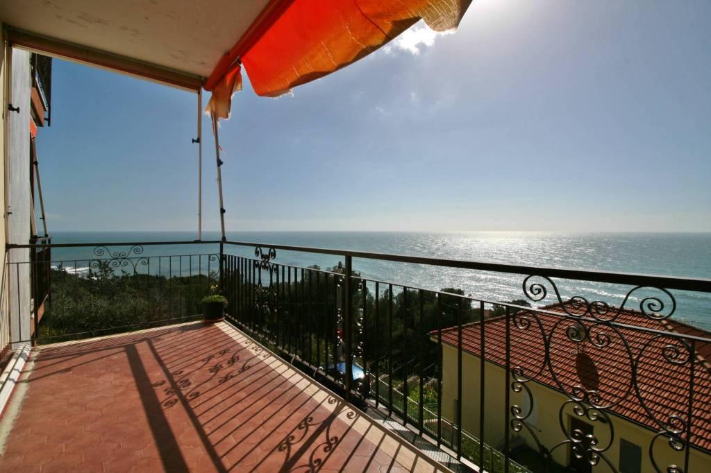 Appartamento in ottime condizioni arredato in vendita Rif. 9156526