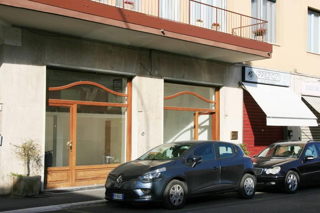 Negozio-locale in Affitto a Arezzo:  1 locali, 60 mq  - Foto 1