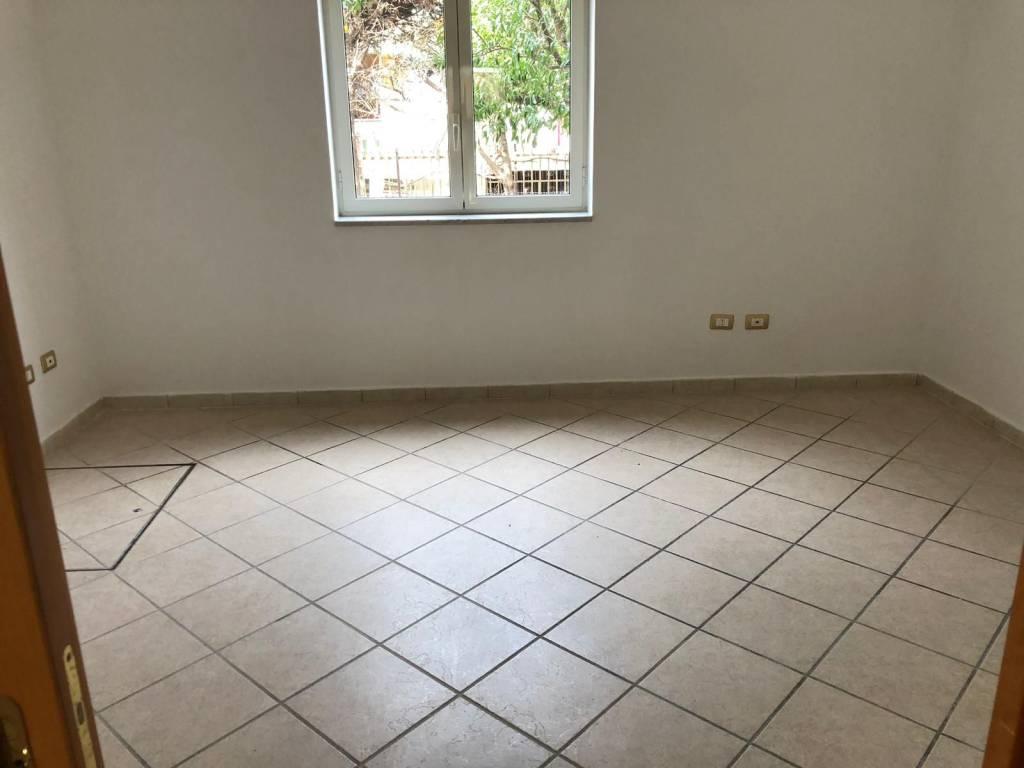 Appartamento in buone condizioni arredato in affitto Rif. 8850738