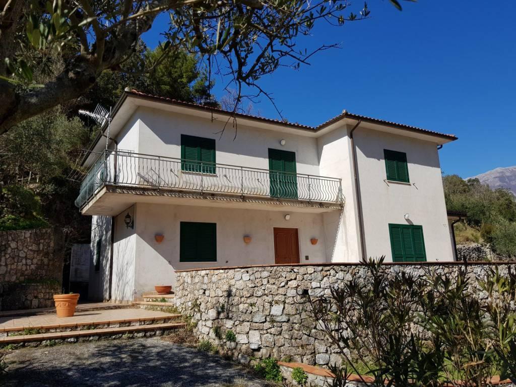 Villa in vendita a Maratea, 9 locali, prezzo € 260.000 | CambioCasa.it