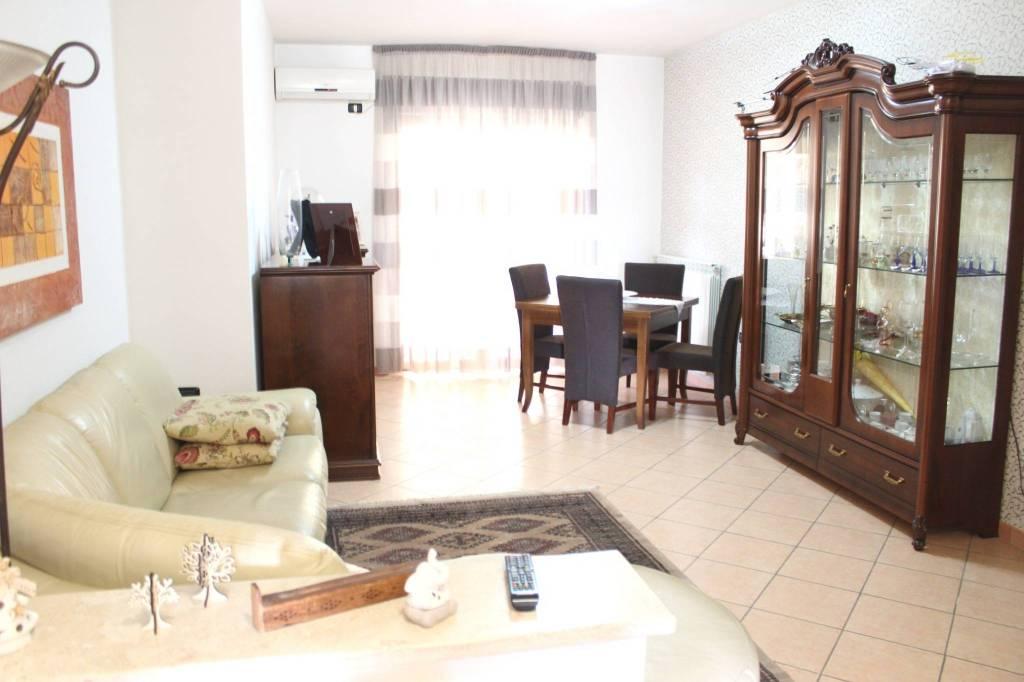 Appartamento in ottime condizioni in vendita Rif. 8849603