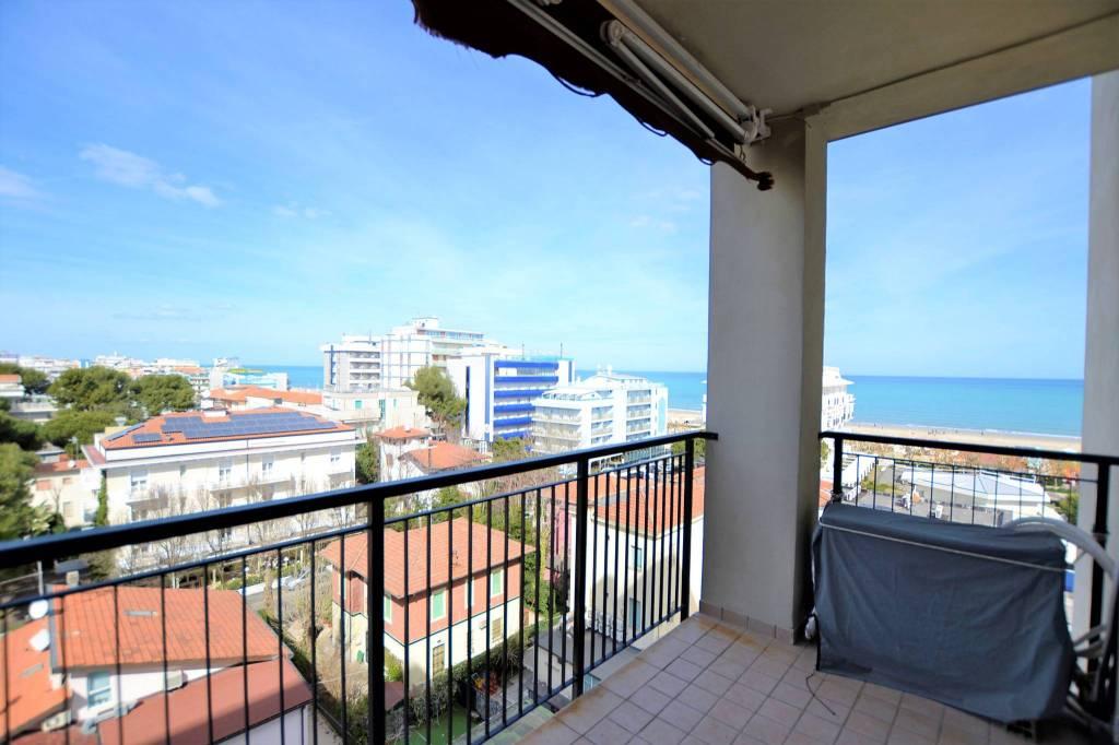 Appartamento in Affitto a Riccione Centro: 4 locali, 70 mq