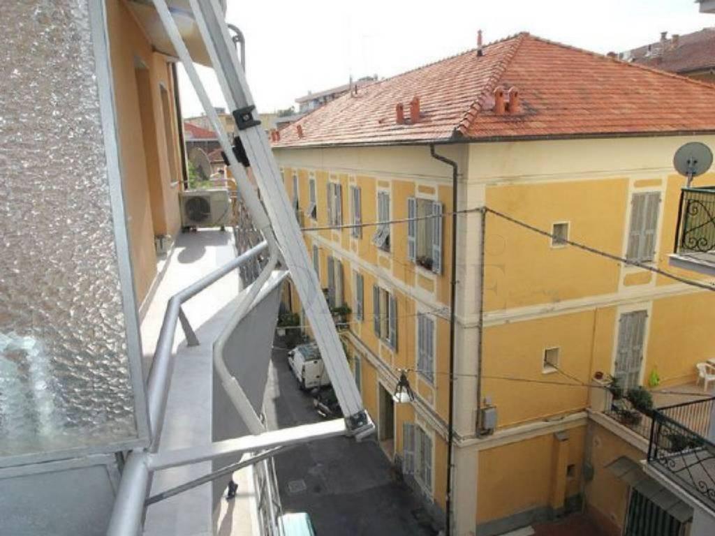 Appartamento in vendita a Alassio, 3 locali, prezzo € 290.000 | CambioCasa.it
