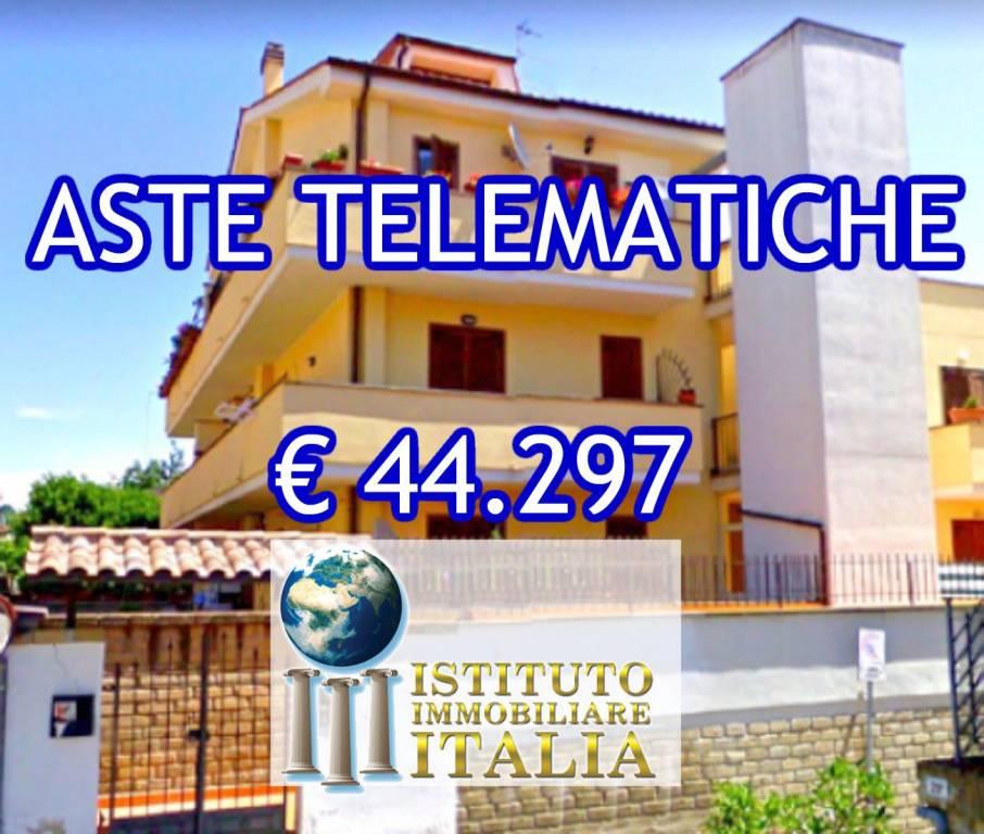 Appartamento in buone condizioni in vendita Rif. 8561433