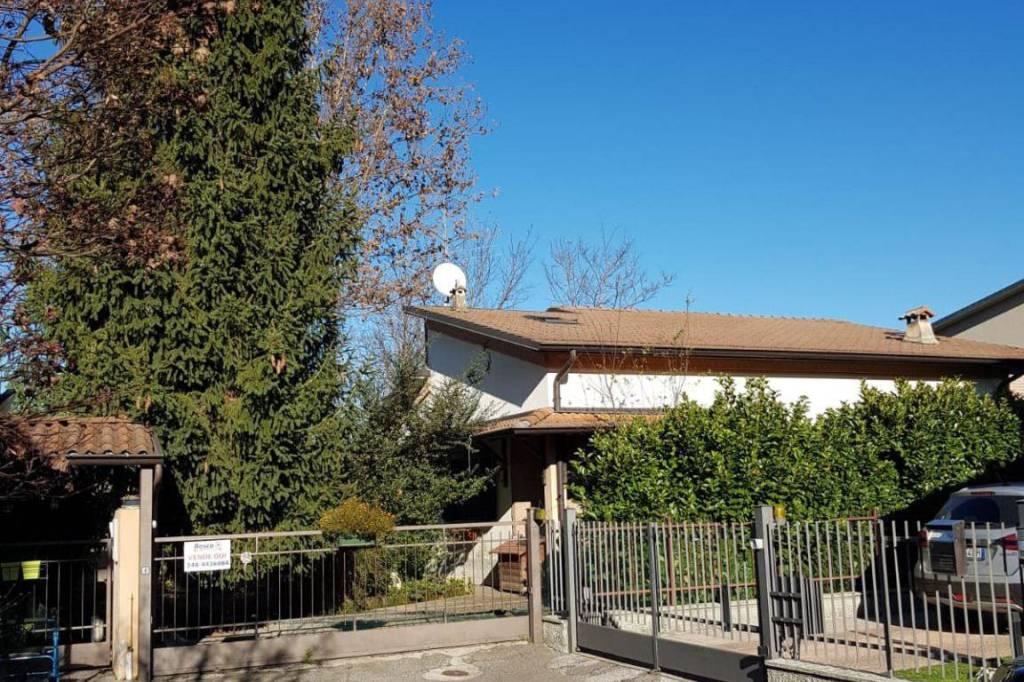 Villa in Vendita a Trescore Cremasco Periferia: 5 locali, 465 mq
