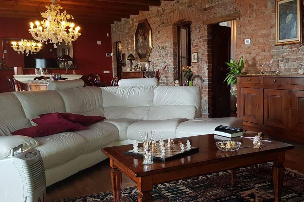 Rustico / Casale in vendita a Covo, 5 locali, prezzo € 349.000 | PortaleAgenzieImmobiliari.it
