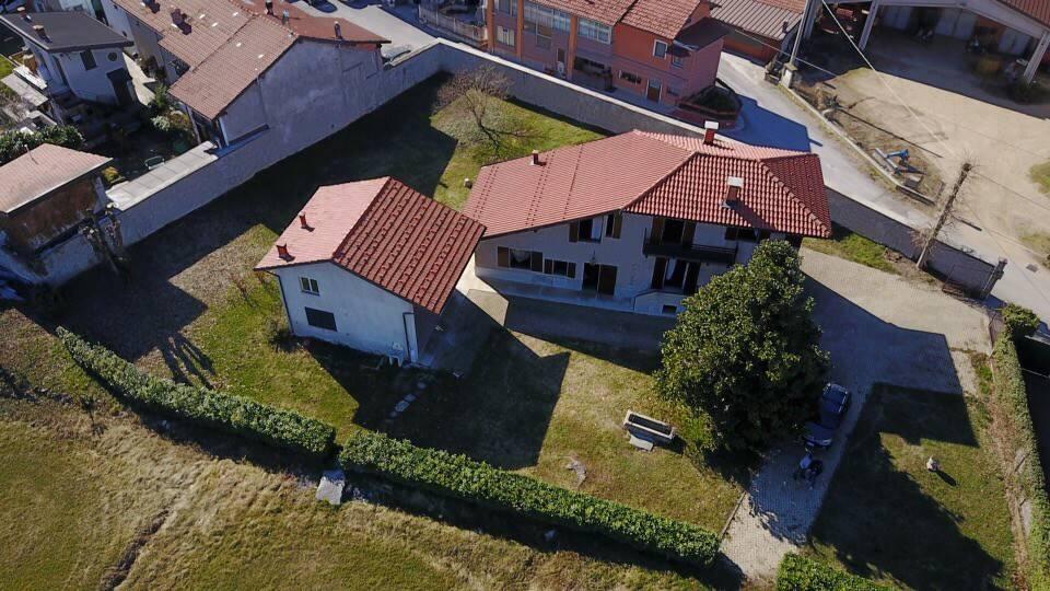 Foto 1 di Villa via Monea Oltregesso, Cuneo