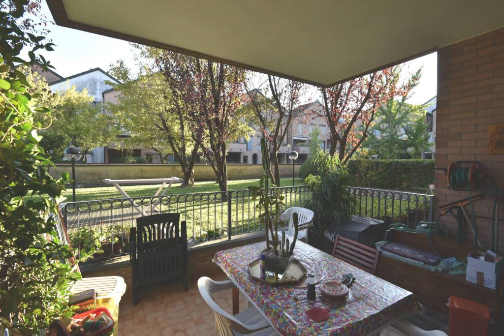 Appartamento in vendita a Peschiera Borromeo, 4 locali, prezzo € 320.000 | CambioCasa.it