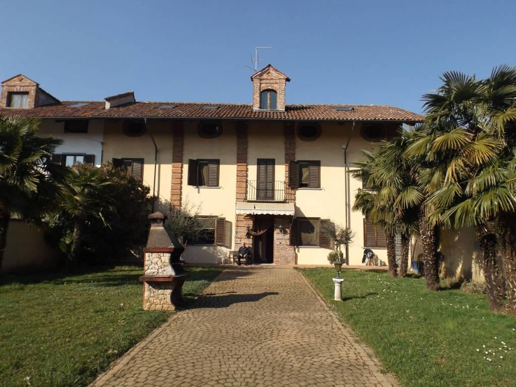 Foto 1 di Rustico / Casale Regione Abate, Piossasco