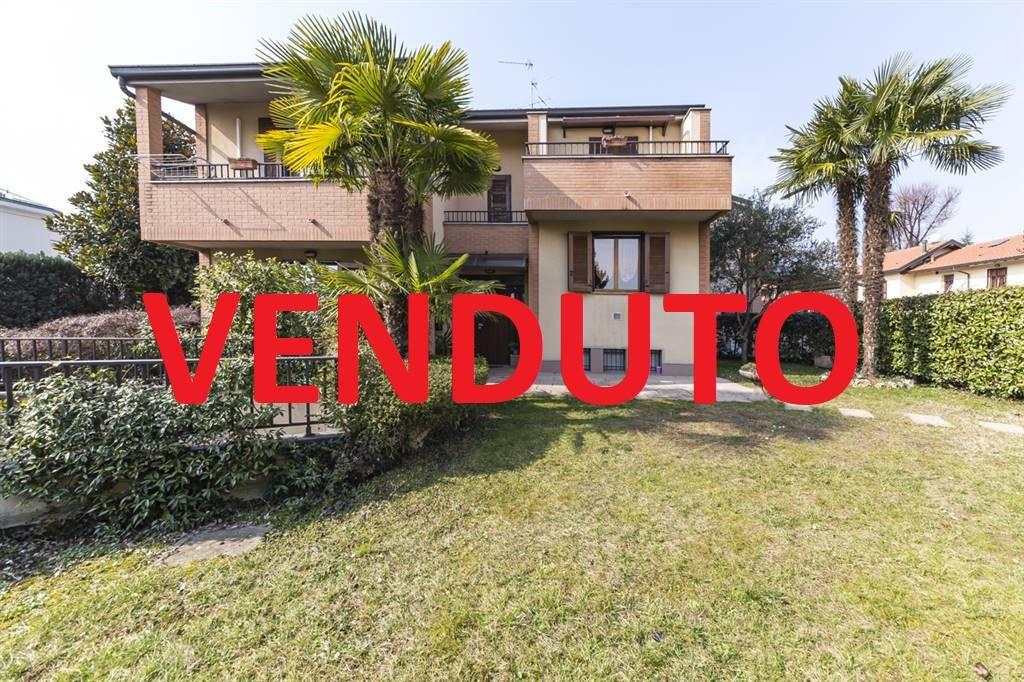 Villa a schiera 5 locali in vendita a Villasanta (MB)