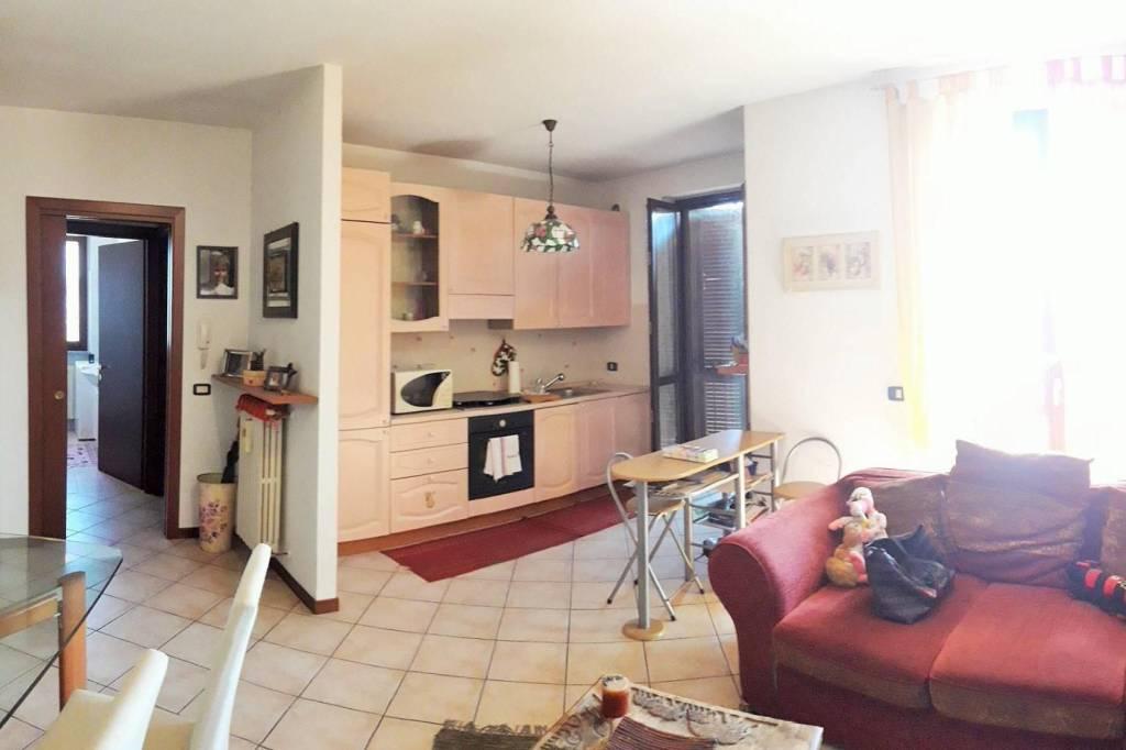 Appartamento in ottime condizioni parzialmente arredato in vendita Rif. 7558042