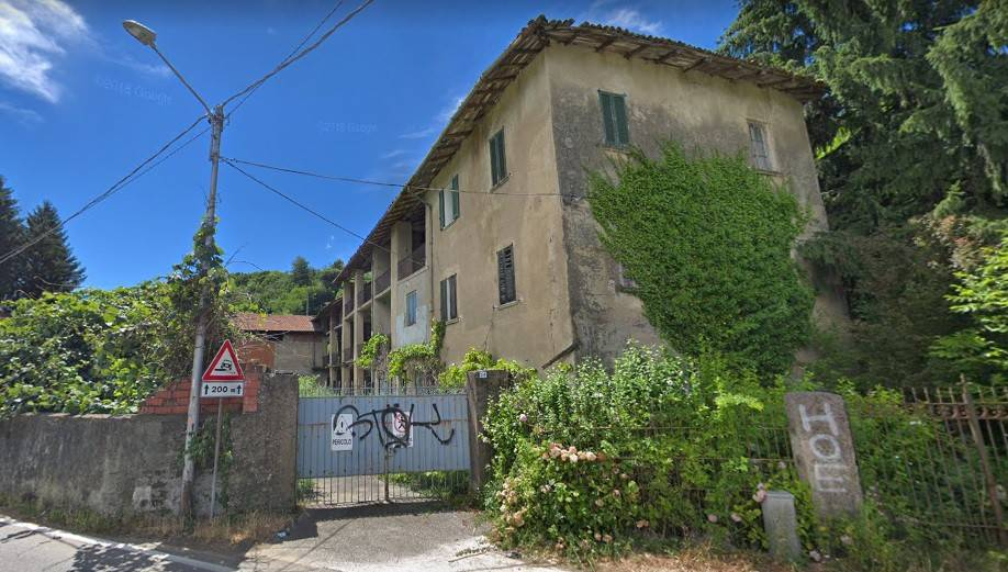 Rustico / Casale in vendita a Bisuschio, 7 locali, prezzo € 199.000 | CambioCasa.it