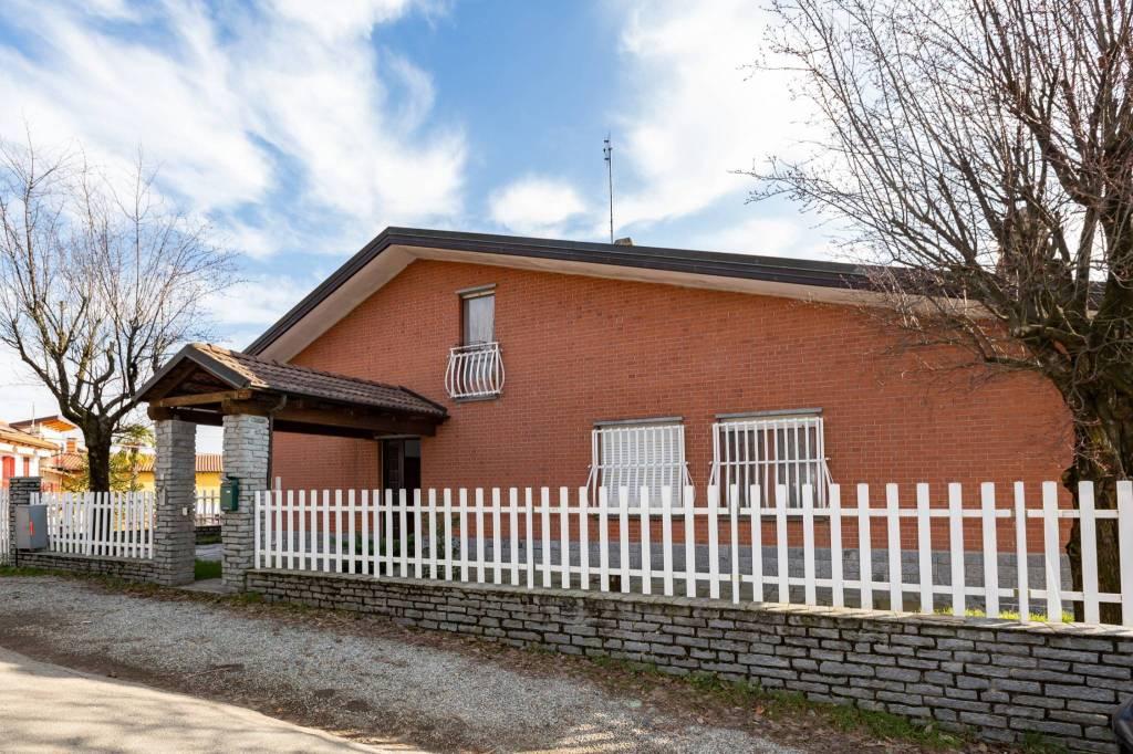 Foto 1 di Villa strada Rimbaudo, Castagneto Po
