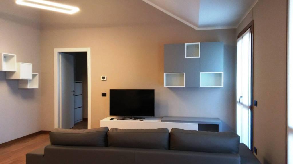 Appartamento in affitto a Castellanza, 2 locali, prezzo € 670 | CambioCasa.it