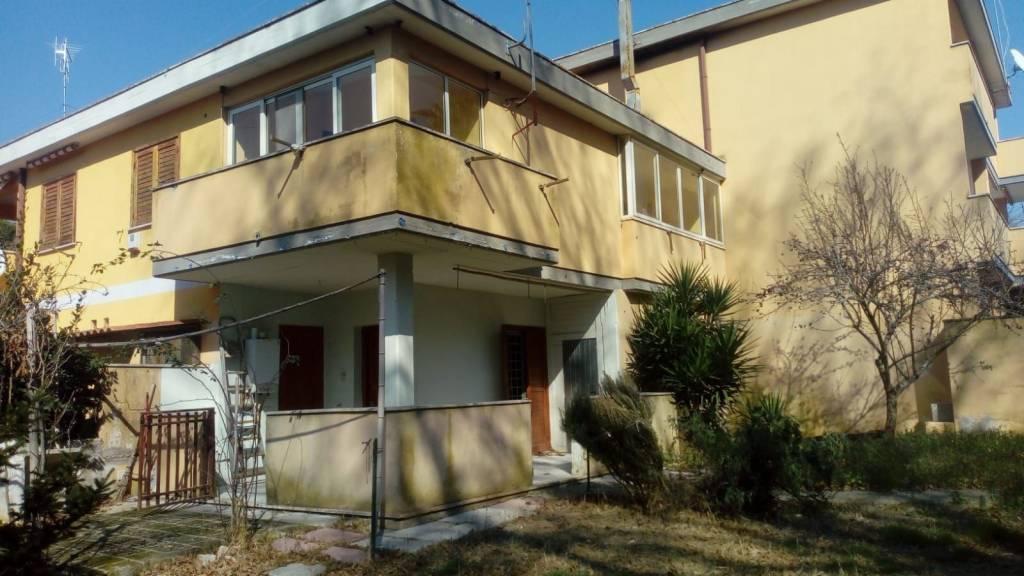 Villa a Schiera in vendita a Anzio, 4 locali, prezzo € 115.000 | CambioCasa.it