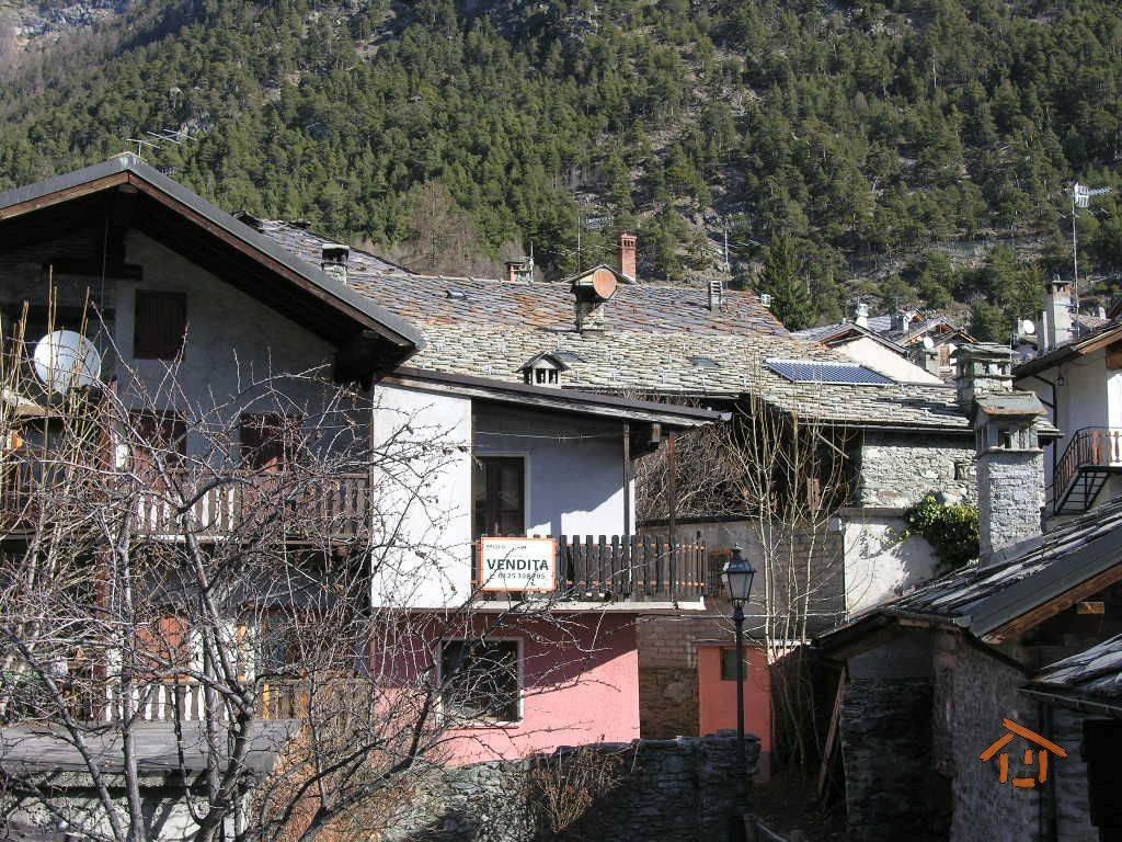 Foto 1 di Bilocale via La Pila 16, Brusson