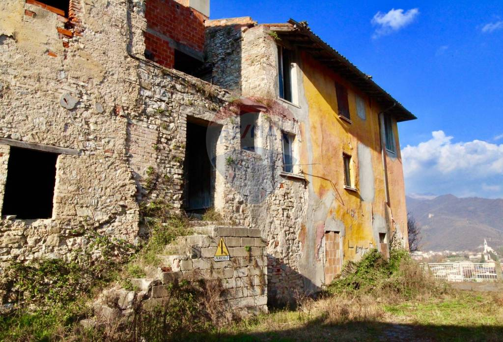 Rustico / Casale in vendita a Villanuova sul Clisi, 20 locali, prezzo € 350.000 | PortaleAgenzieImmobiliari.it