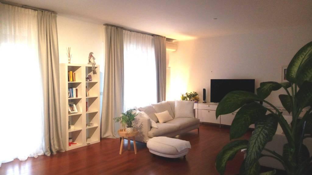 Appartamento in Affitto a Bologna Centro: 5 locali, 190 mq