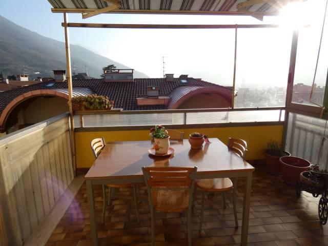 Appartamento in buone condizioni arredato in affitto Rif. 6417122