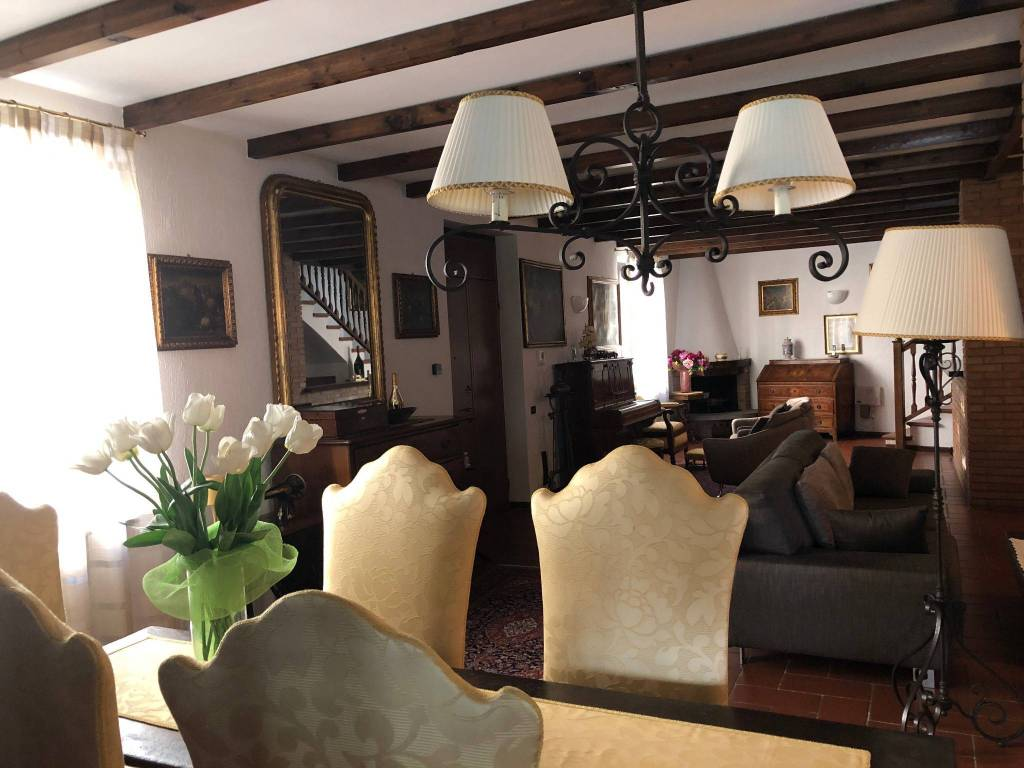 Villa in vendita a Pavia, 6 locali, prezzo € 450.000 | PortaleAgenzieImmobiliari.it