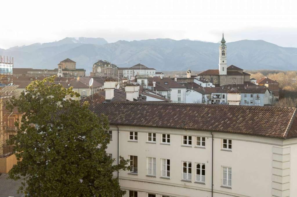 Appartamento in vendita a Venaria Reale, 3 locali, prezzo € 129.000 | CambioCasa.it