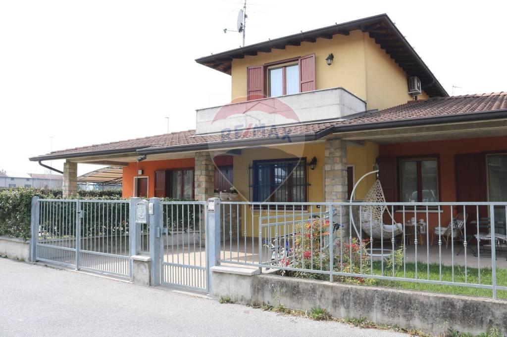 Villa a Schiera in vendita a Leno, 3 locali, prezzo € 129.000 | CambioCasa.it