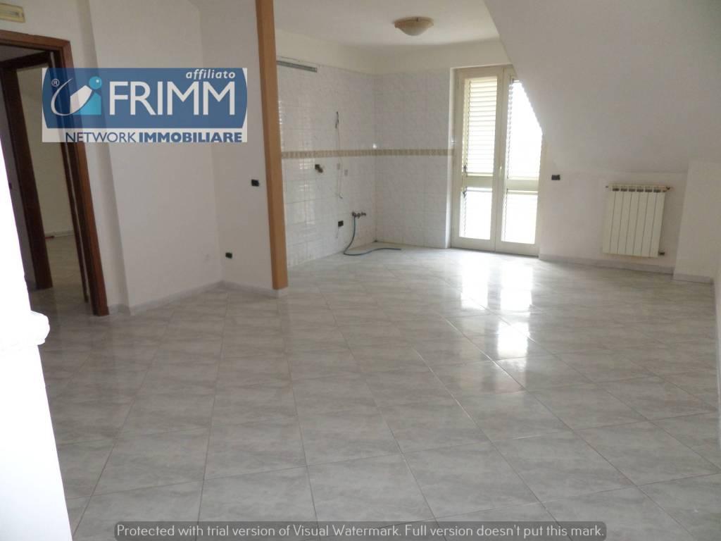 Appartamento in buone condizioni in vendita Rif. 7460575