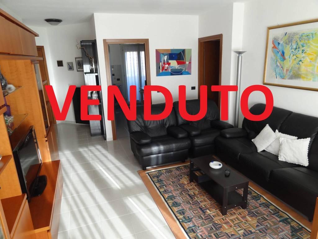 Appartamento in buone condizioni in vendita Rif. 9213446