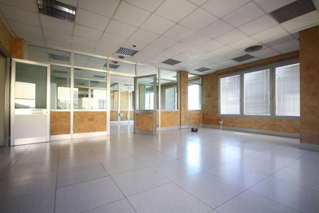 Ufficio / Studio in vendita a Imperia, 6 locali, prezzo € 500.000 | CambioCasa.it