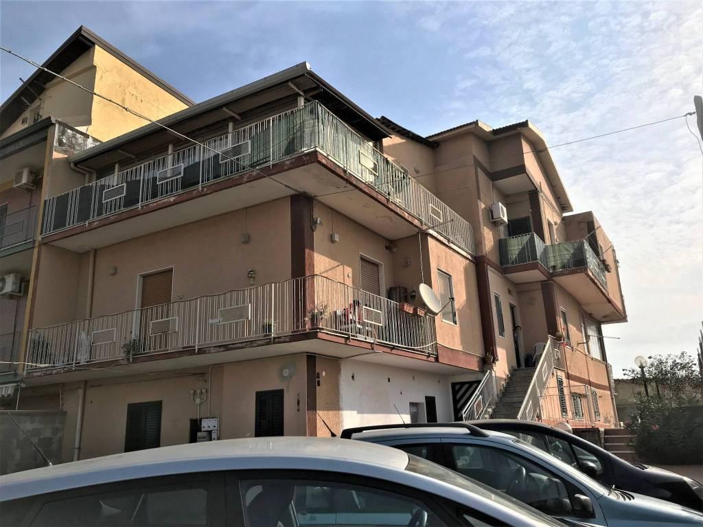 Attico / Mansarda in vendita a Catania, 4 locali, prezzo € 85.000   CambioCasa.it