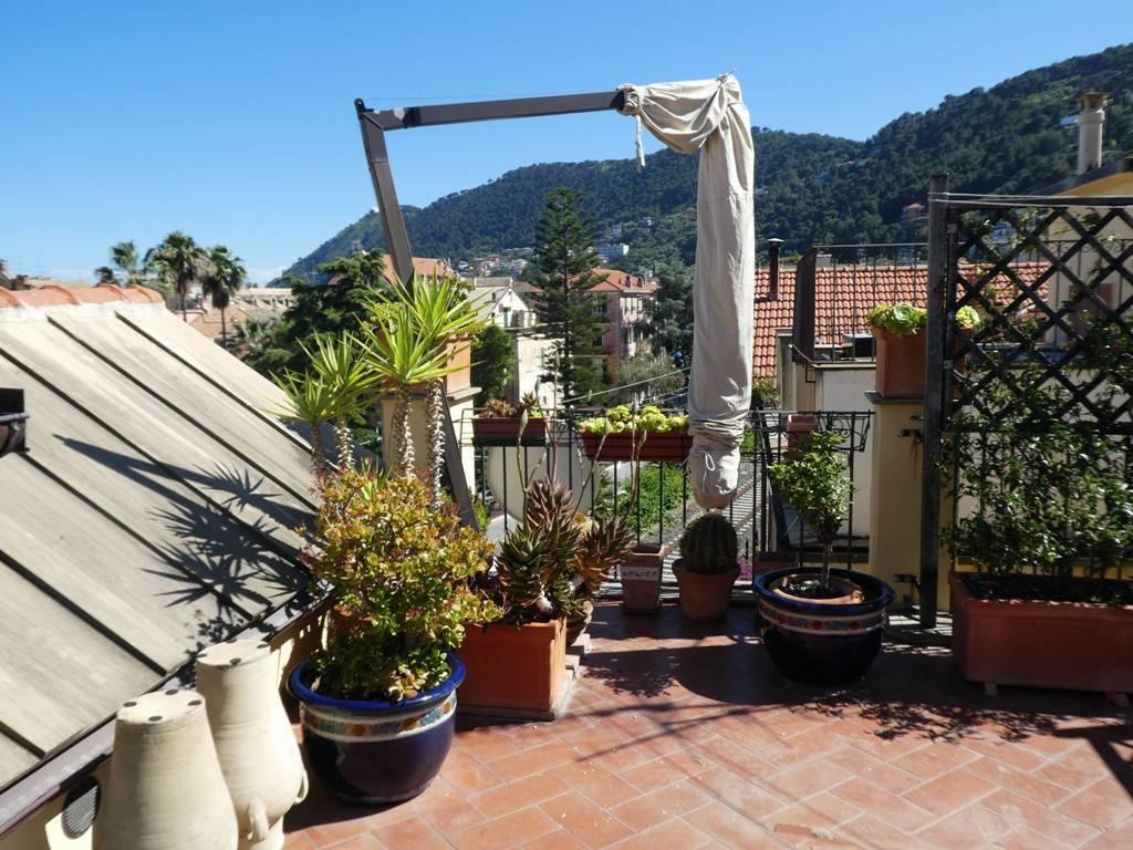 Foto 1 di Attico / Mansarda via Cavassa e Rapallo 2, Laigueglia