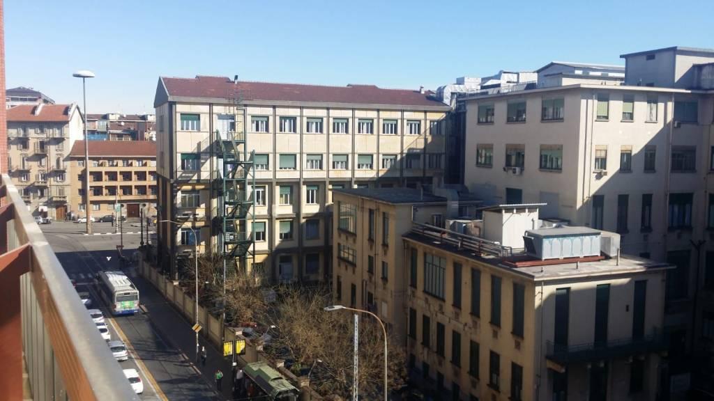 Foto 1 di Bilocale via Genova 6, Torino (zona Valentino, Italia 61, Nizza Millefonti)