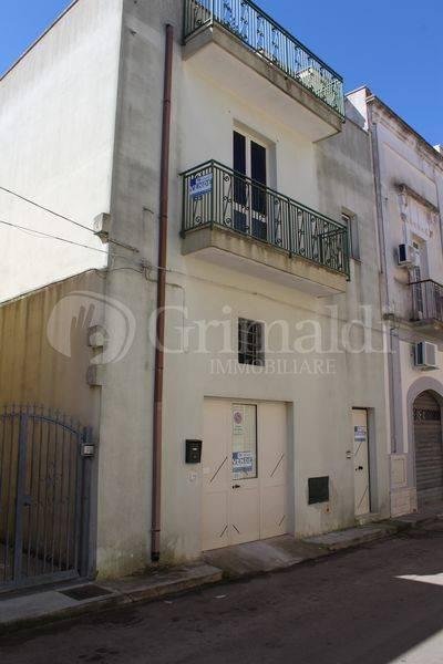 Palazzo in Vendita a Tuglie Centro: 5 locali, 140 mq