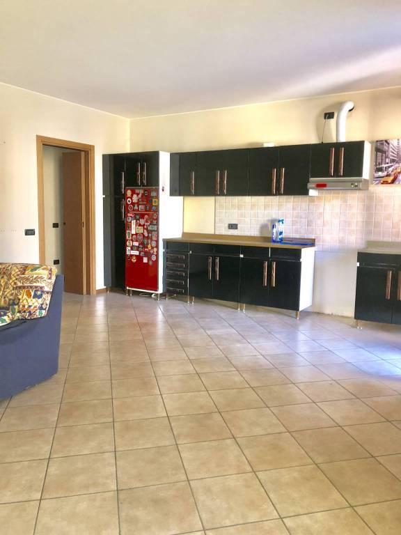 Appartamento in buone condizioni arredato in vendita Rif. 8466837