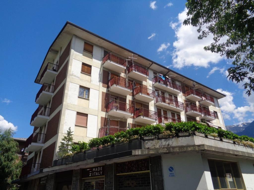 Foto 1 di Appartamento via Parigi 53, Aosta