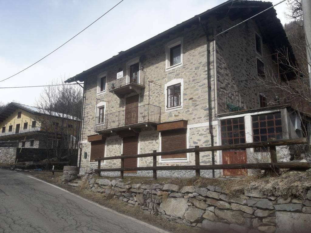 Appartamento in buone condizioni in vendita Rif. 7760674
