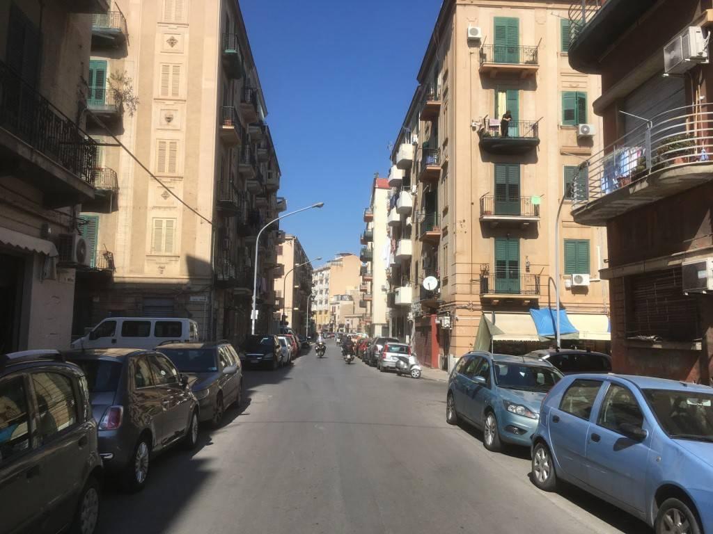 Appartamento in Vendita a Palermo Semicentro: 5 locali, 110 mq