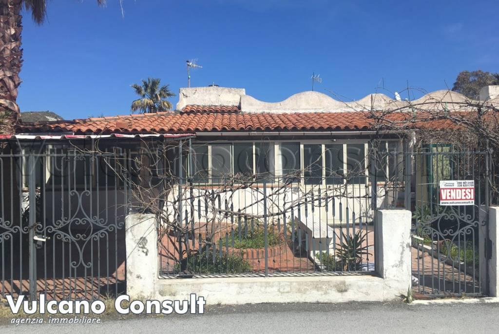 Appartamento in vendita a Lipari, 3 locali, prezzo € 200.000   CambioCasa.it